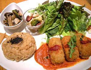 Lunch plate of from Earth Cafe OHANA